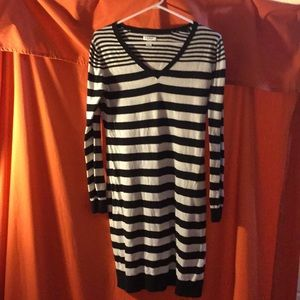 Old Navy striped dress black and white